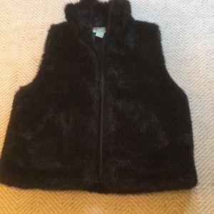 Faux fur vest with zipper front